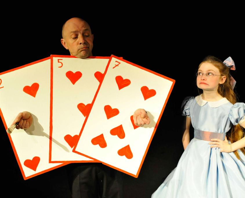 Claude Rochet et Heloise Dugas dans Alice au Pays des Merveilles